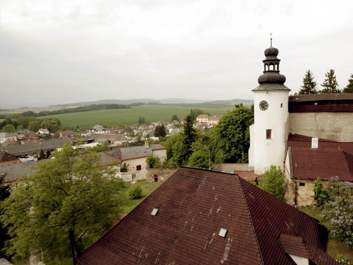 pohled z hradu na obec