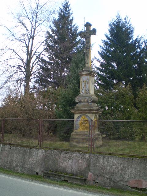 kříž před opravou u KD