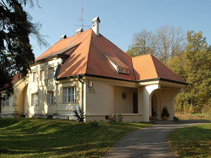 Plhákova vila Třeština - Háj