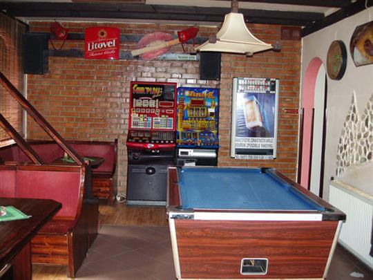 Bar G - kulečník
