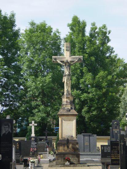kříž na hřbitově v Moravičanech