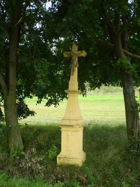 kříž v Pavlově poblíž hřbitova