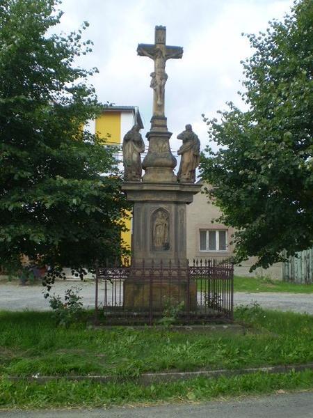 kříž na návsi v Pavlově