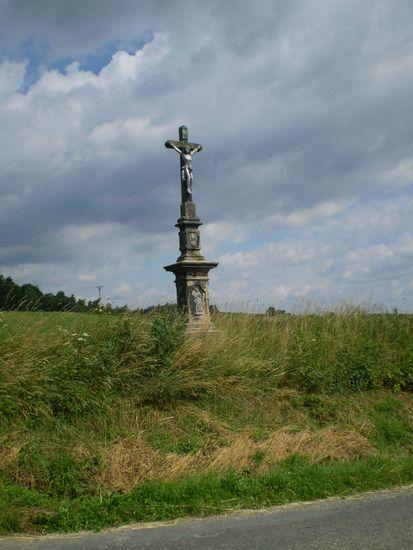 kříž před Veselím