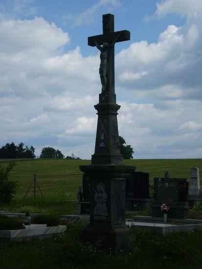 kříž na hřbitově Veselí